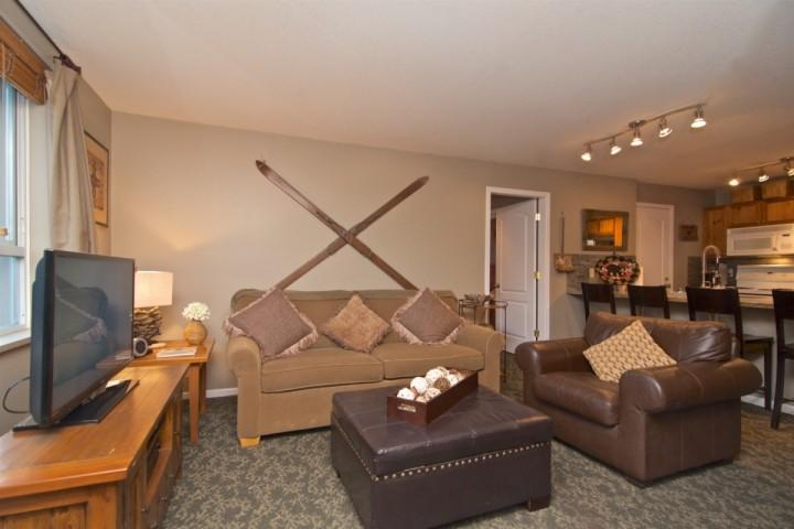 Cozy and rustic village location! Walk easily to lifts and everything Whistler h Chalet in Whistler