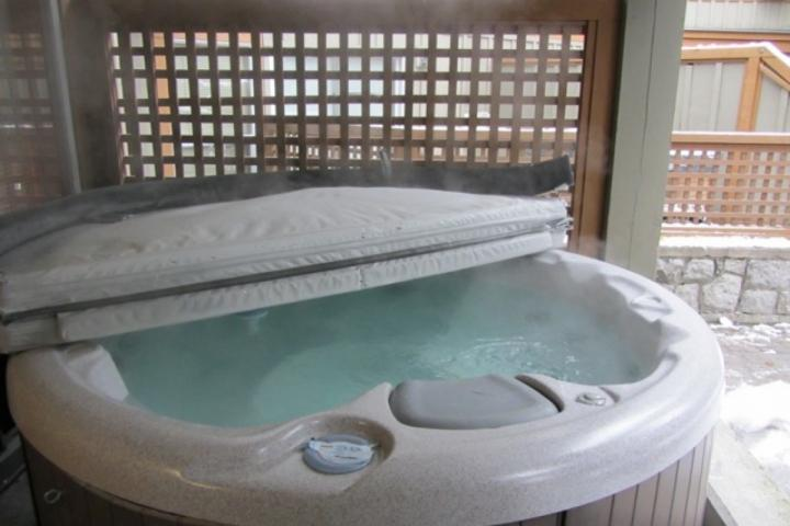 Private HOT TUB on your patio off the main bedroom