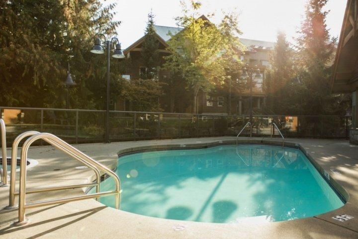 Glacier Reach Outdoor Pool