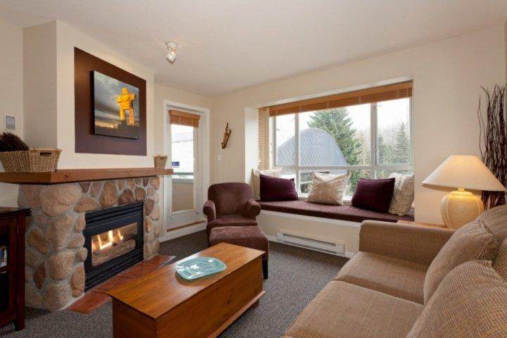 Stellar MOUNTAIN View. Rustic Mountain charm furnishings. VILLAGE LOCATION Chalet in Whistler