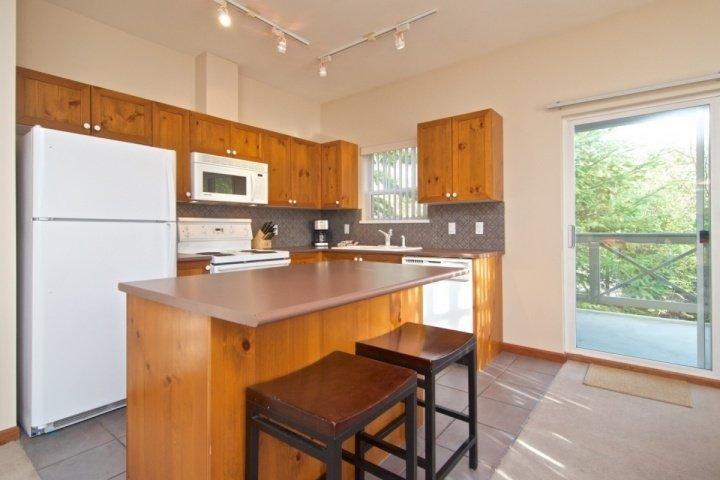 Komfortable Küche, Frühstück Insel und Geräte in voller Größe