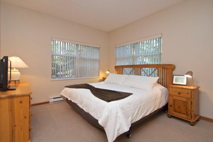 Master-Schlafzimmer hat Kingsize-Bett, viel Stauraum, voll 3 Stück Bad und neue TV