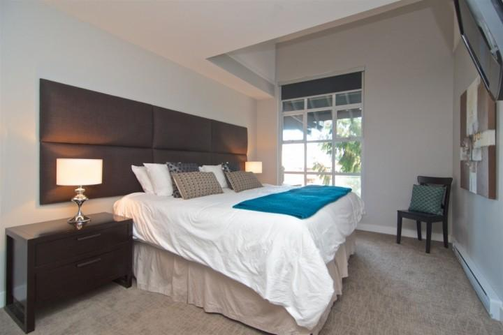 King Bed ( can be converted to 2 twins) Flat screen TV, Vaulted ceilings