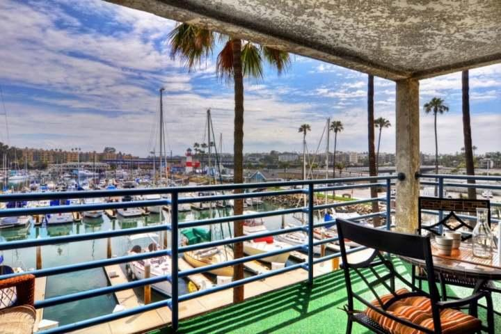 Harbor Views from Balcony! Steps to Beach, Community Pool/HotTub, Walk to Dining, location de vacances à Oceanside