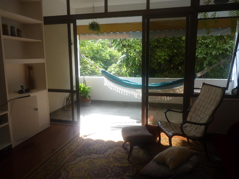 Détendez-vous à Rio. C'est le balcon de l'appartement. La superficie totale est de 147 mètres carrés