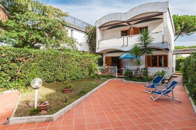 150 M FROM THE BEACH,SET BEACH, WiFI, PRIVATE PARKING, DELICIOUS VILLA ON TWO FLOORS WITH 2 GARDENS.
