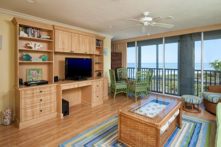 Enjoy relaxing with a great view, sliding doors open to let in lovely gulf breezes.