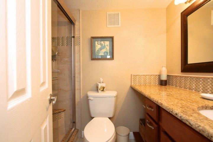 Slaapkamer badkamer met inloopdouche