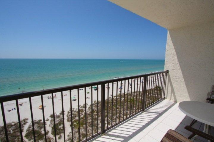 Amazing 9th Floor View. Beautiful Resort. Perfect Getaway., location de vacances à Madeira Beach
