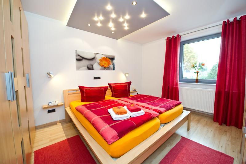 Apartamento Horster n. º 1: com 2 Sep. Quarto, 1 sala de estar, cozinha + varanda grande.