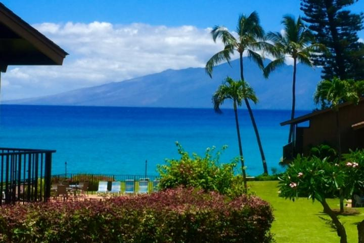 Stunning ocean and the island of Molokai views