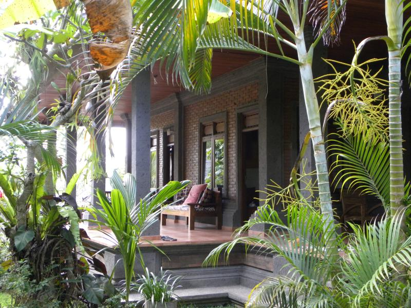 Mari Guesthouse Ubud - private villa with pool, vacation rental in Ubud