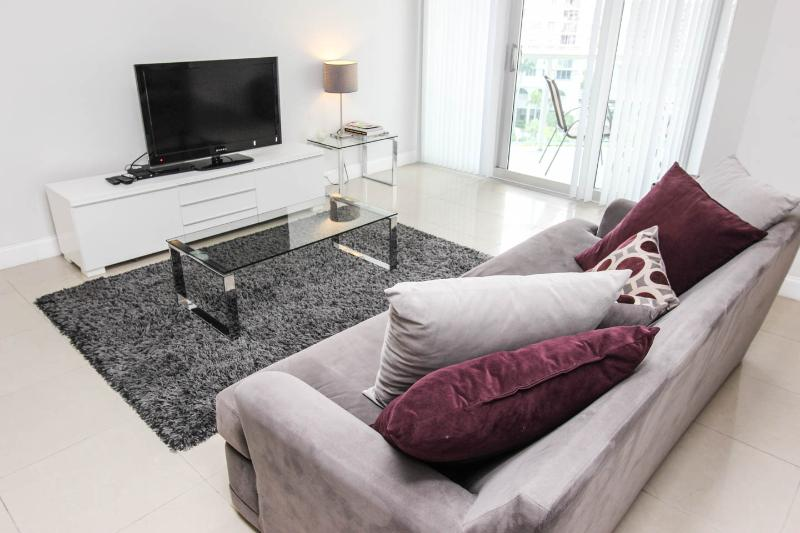 Fully Furnished Apartment, Direct access to beach at The Tides Complex, holiday rental in Hollywood