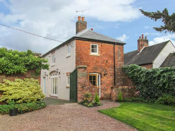 OLD CHURCH COACH HOUSE, en-suite, WiFi, courtyard and garden in Hollington, Ref, casa vacanza a Uttoxeter