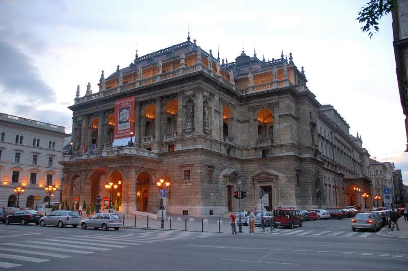 Immediate neighbourhood, other side - the Opera