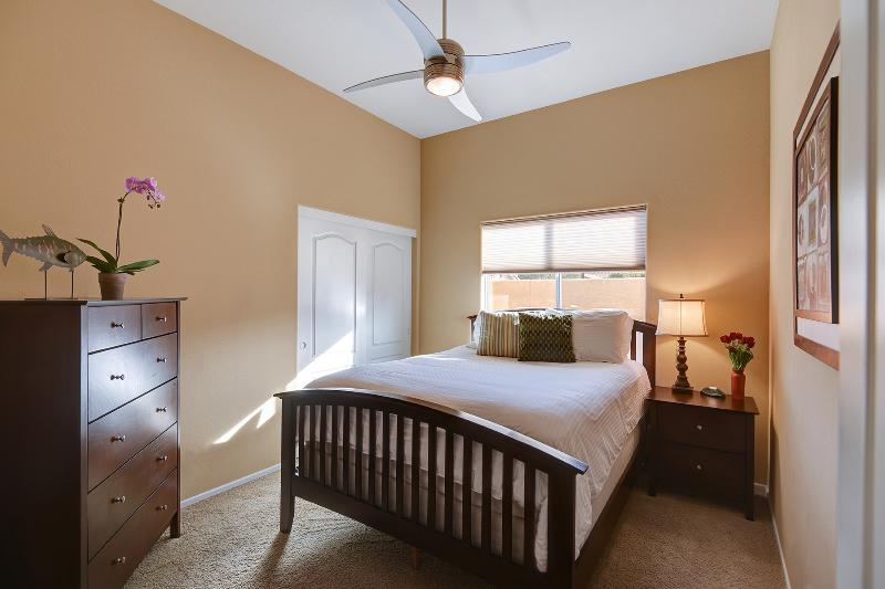 2nd guest bedroom with queen size bed, and fluffy comfortable linens.
