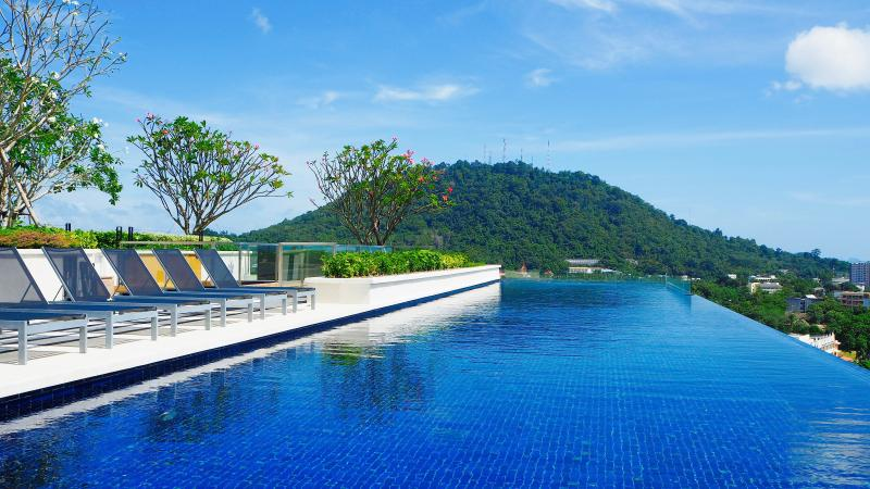 Duplex Height Phuket, Rooftop swimming pool