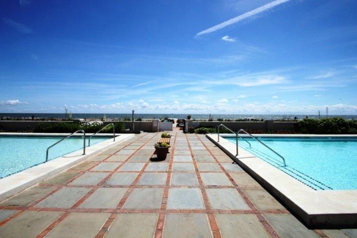 Pool or Ocean?