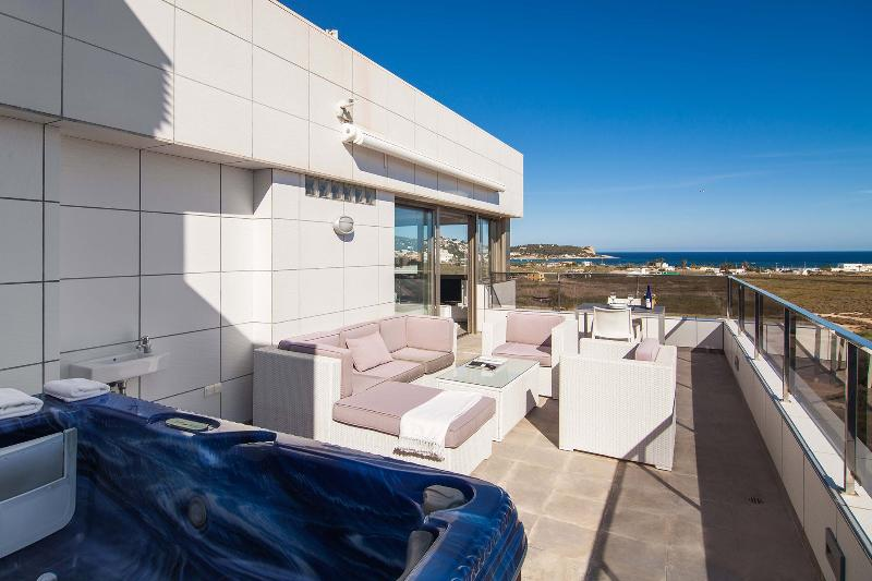 Casa Yole - penthouse with sea view, outdoor minipool, location de vacances à Santa Agnes de Corona