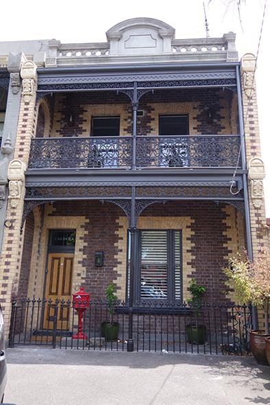 Historic 1880's terrace in a quiet precinct, walk to CBD