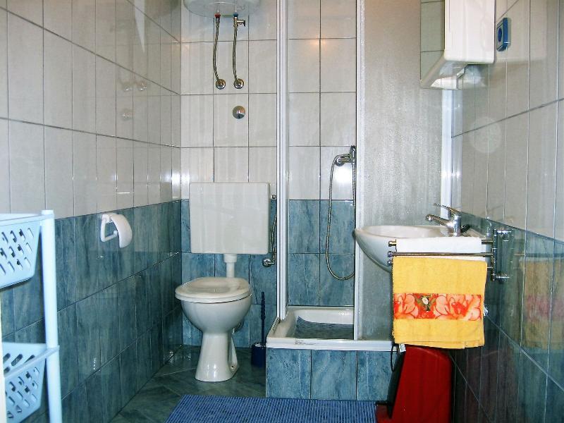 A3 (3): salle de bain avec toilette