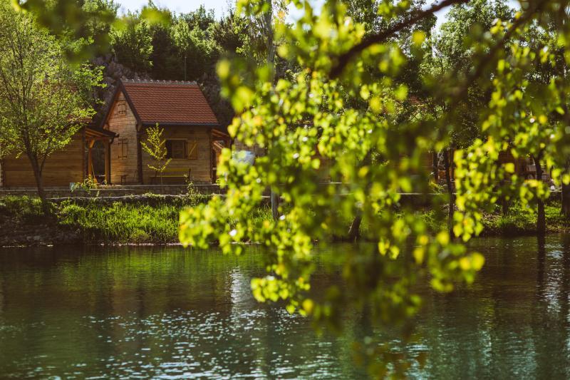 River huts Zrmanja - hut 2, aluguéis de temporada em Gracac