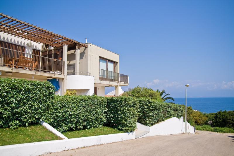 Attico con bellissima vista mare, holiday rental in Capo Testa
