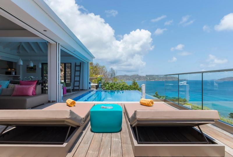 Al revés Villa St Barts piscina y vista al mar