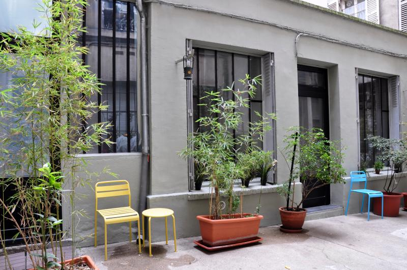 Welcome to your Parisian 'Maisonnette'! Amazing space of 20m2 + Atelier windows.