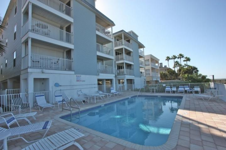 Spend a day in the sun with the Family at This Convenient Community Pool overlooking The Gulf of Mexico