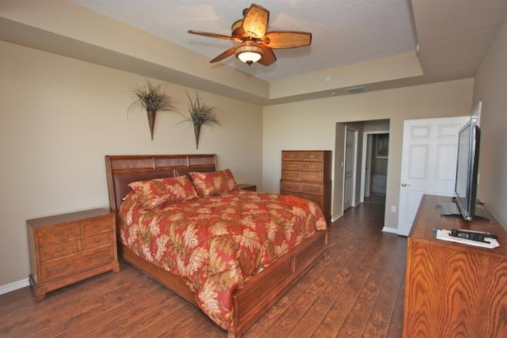 Luxurious Master Bedroom with King Bed/Flat Screen Cable TV/Private Master Bathroom/Access to Private Balcony with Waterfront Views