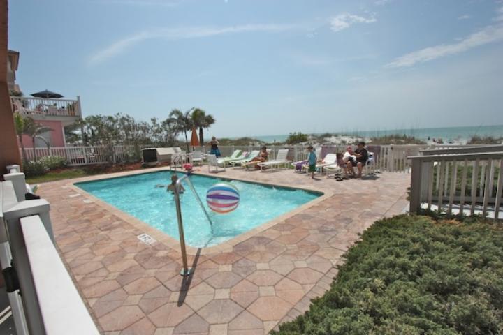 Chauffée Piscine communautaire avec vue imprenable sur le golfe du Mexique-Profitez d'une journée de plaisir au soleil près de la piscine ou à la plage!