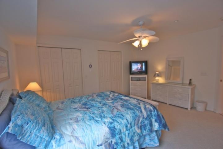 2ème chambre avec lit Queen / TV par câble / Closets spacieux