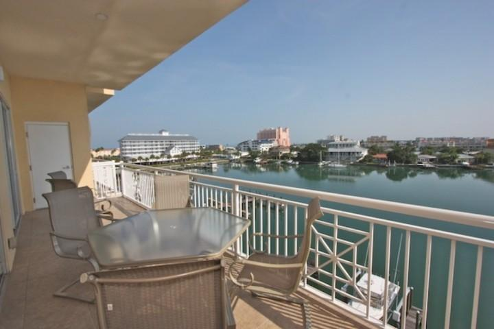 Private Patio with Seating for 6 Overlooking The Beautiful Clearwater Intercoastal