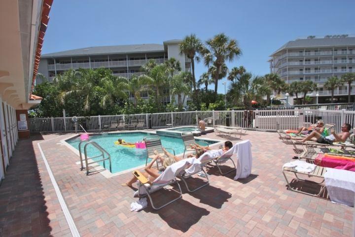 Heated Communal Pool/Hot Tub Overlooking The Clearwater Intercoastal