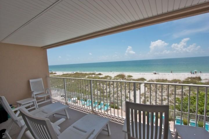 Beautiful Oceanfront Private Patio with Seating for 4-6