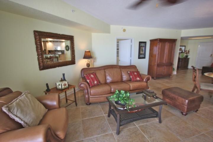 Rymligt vardagsrum med bäddsoffa / plattskärms-tv / egen uteplats med underbar utsikt över Mexikanska golfen