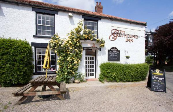 The Greyhound Inn Double room, Ferienwohnung in Newton le Willows