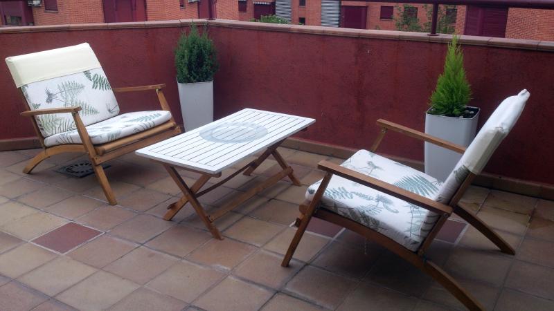 Terraza al aire libre ideal noches de verano (estos muebles no en invierno)