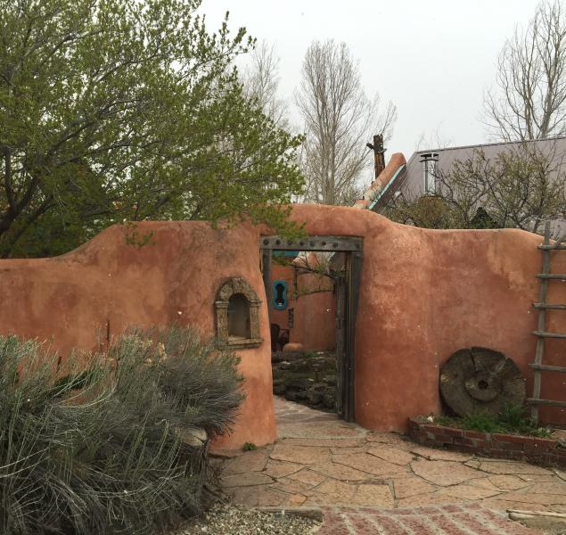 A lovely adobe home on 6+ acres with outdoor hydrotherapy tub, hammocks, trees, pure tranquilIty.