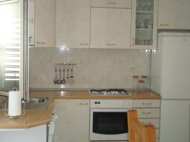 A3(4+2): kitchen