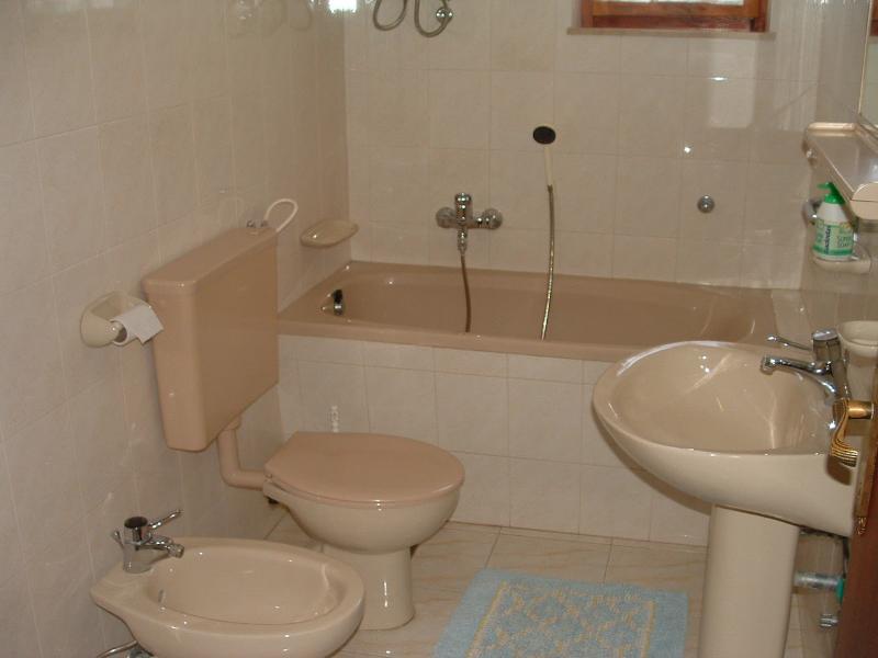 A1 (6): banheiro com vaso sanitário