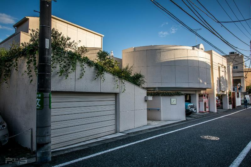 Entirely house in Tokyo, designed by one of the famous architects.