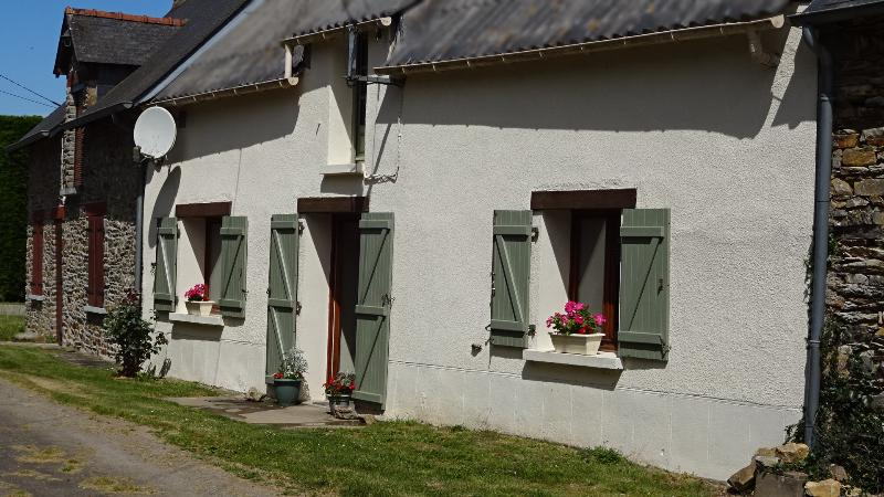Brittany Cottage. Quiet and comfortable house with free wifi (sleeps 5), location de vacances à Malestroit