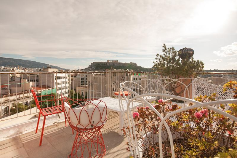 Roof top terrace with Acropolis and panoramic views of Athens!