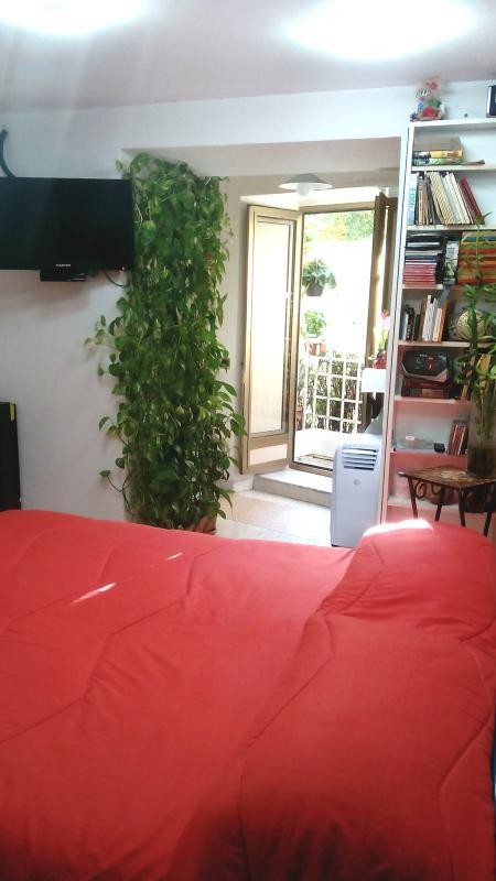 Letto matrimoniale e balcone/Double bed and balcony