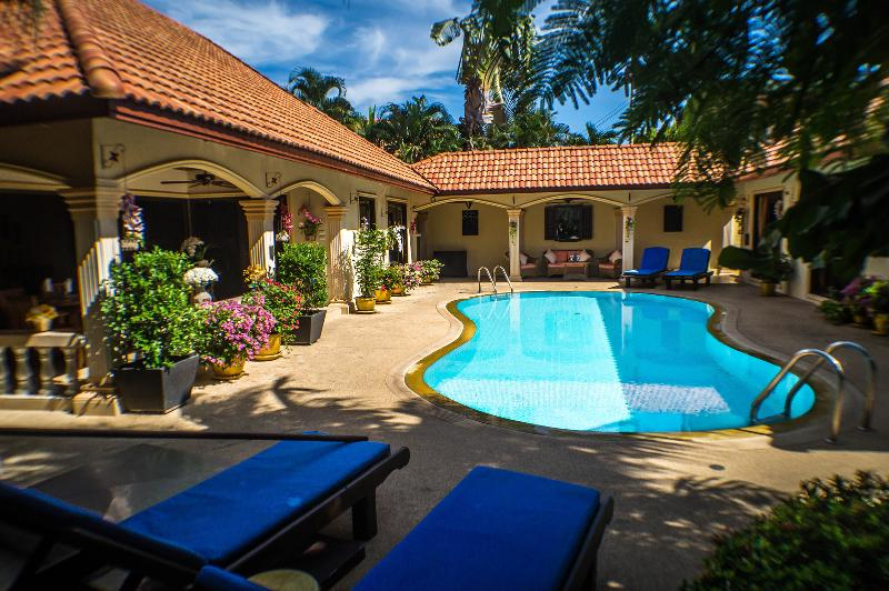 Luxury 3 Bed Villa + 2 Guest Apartments, vacation rental in Phuket