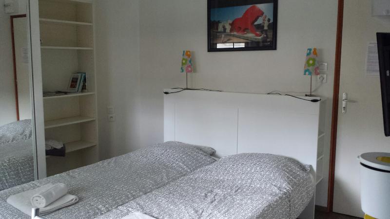 Insolite, studio sur péniche VIEUX LYON CONFLUENCE PERRACHE, holiday rental in Montagny