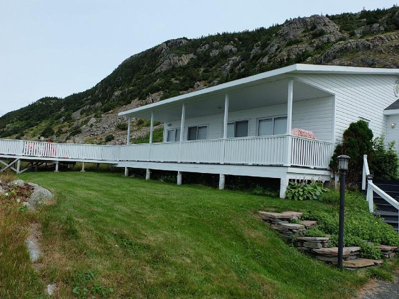 At Ocean's Edge - Beautiful Views and Modern Conveniences, holiday rental in Newfoundland and Labrador