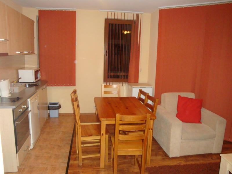 Dining kitchen area with full cooker, dishwasher, fridge with freezer compartment and microwave
